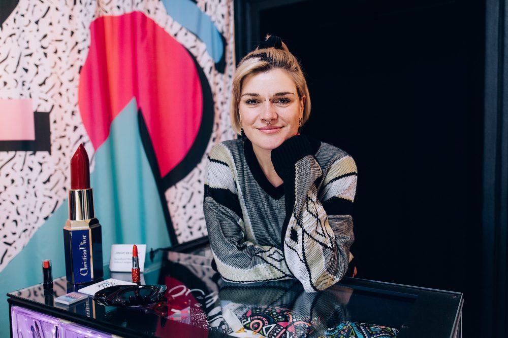Nehmende: Sarah de la Rosa, Einzelhandel